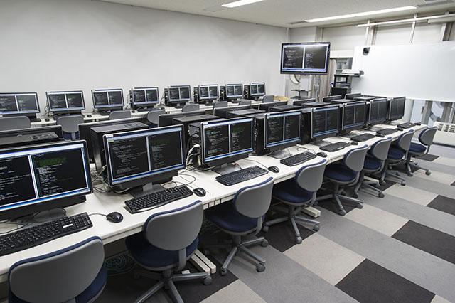 ゲームプログラマー学科の教室