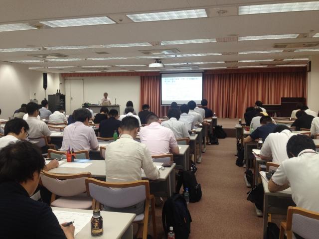 大学のマンガ学科の授業風景